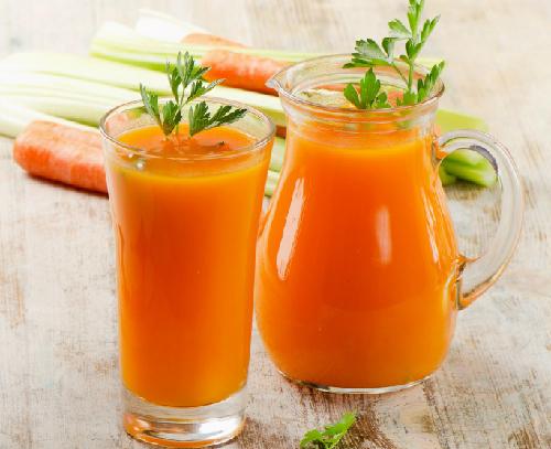 những người không nên uống nước ép cà rốt nên lưu ý mặc dù đây là loại đồ uống giàu dinh dưỡng