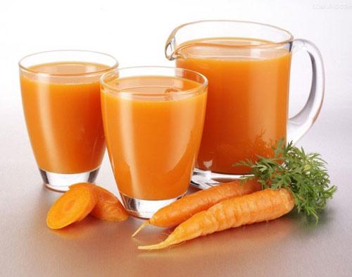 Những người không nên uống nước cà rốt bao gồm bệnh nhân bị tiểu đường, viêm tụy