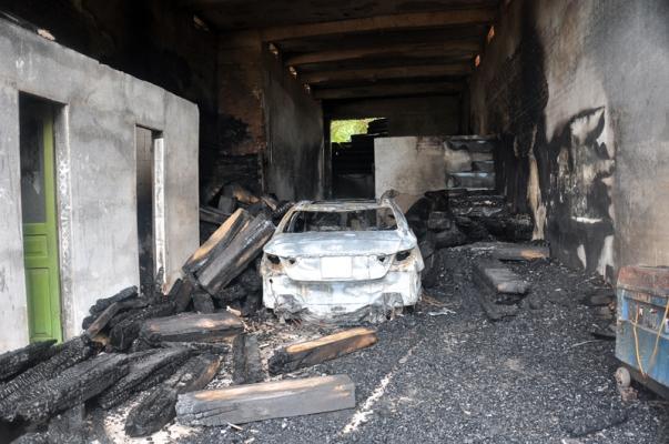 đốt chuột cháy nhà