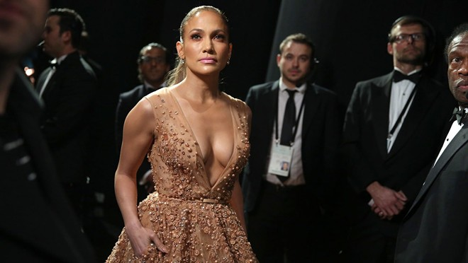 Jennifer Lopez đẹp ở mọi góc nhìn phía trong hậu trường lễ trao giải Oscar 2015
