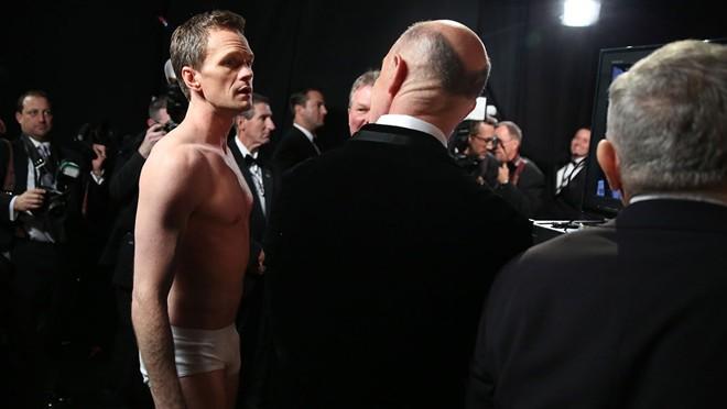 Khoảnh khắc độc của MC Neil Patrick Harris tại lễ trao giải Oscar lần thứ 87