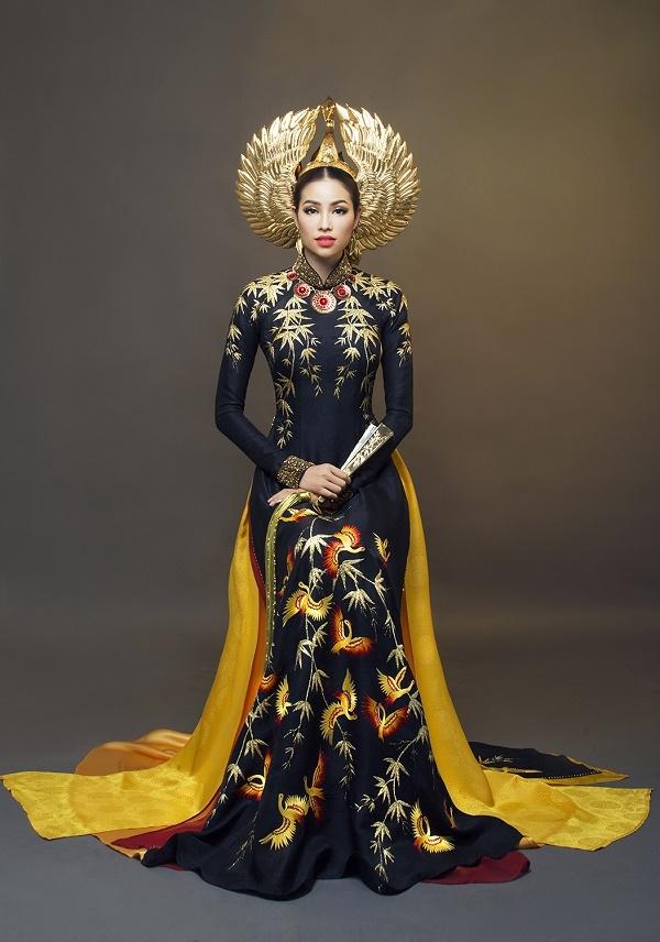 Phạm Hương kiêu sa, quyền lực trong phần thi trang phục truyền thống