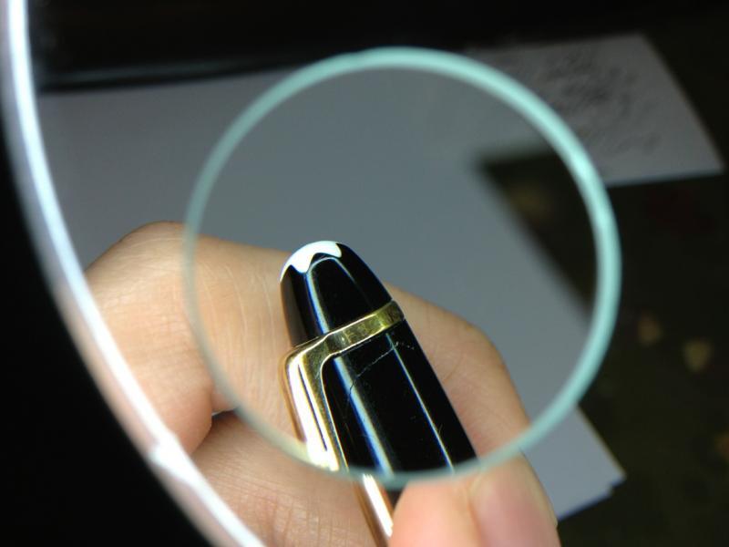 Bút Montblanc xịn có dãy số seri được ghi trên nắp bút