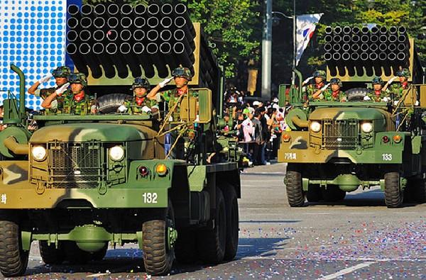 pháo phản lực phóng loạt K136 Kooryoung của Quân đội Hàn Quốc