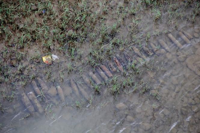 Đầu đạn nằm gần cầu Đạ Quay