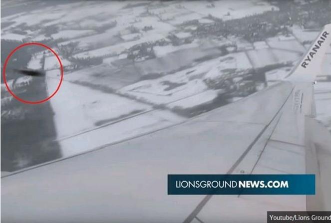 Hình ảnh ghi lại thời điểm UFO bay vượt máy bay Boeing 737