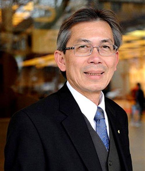 Xe lăn thông minh là 1 phát minh đầy sáng tạo của Giáo sư Hùng Nguyễn