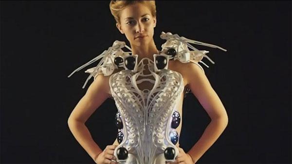 Phát minh mới áo robot bảo vệ người mặc khỏi những tác động xấu từ bên ngoài