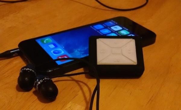 Chiếc găng tay mới được phát minh này đi kèm một tag Bluetooth để điều khiển smartphone