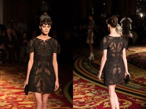 Chiếc váy đen được tạo ra từ công nghệ 3D tại một trong những show thời trang danh tiếng nhất trên thế giới