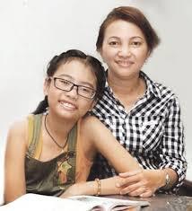 Phương Mỹ Chi cùng mẹ trong thời gian tham gia Giọng hát Việt nhí
