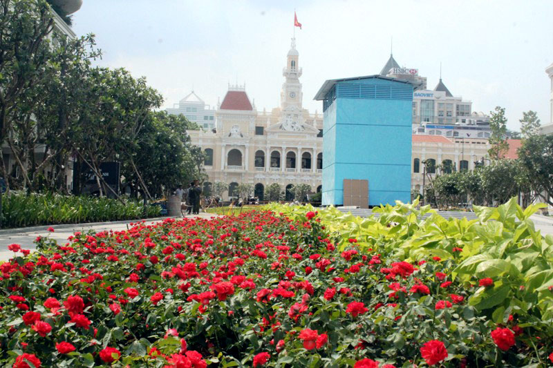 Phố đi bộ Nguyễn Huệ là phố đi bộ đầu tiên của Việt Nam