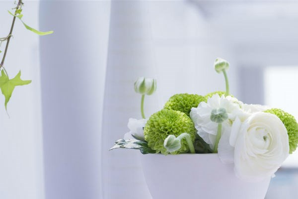 Trang trí hoa tươi trong nhà có ảnh hưởng đến hạnh phúc gia đình