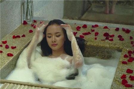 Angela Phương Trinh...