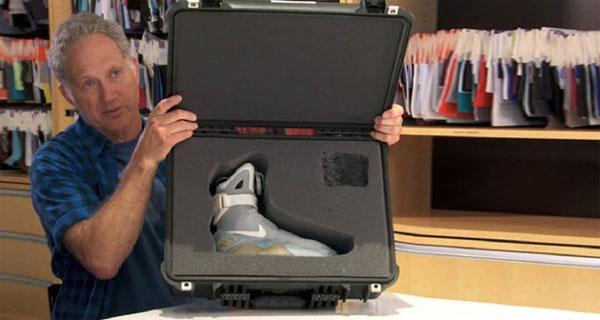 Phát minh mới giầy tự buộc dây như trong phim viễn tưởng