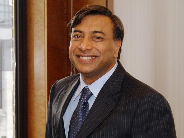 Ông trùm thép Lakshmi Mittal sinh năm 1950 trong một gia đình nghèo ở bang Rajasthan, Ấn Độ. Ông 'tích góp vốn liếng của mình trong hơn hai thế kỷ bằng việc lăn lộn trong ngành thép tương đương với một nhà kho giảm giá'. Hiện nay tỷ phú Mittal đang điều hành doanh nghiệp sản xuất thép lớn nhất thế giới với khối tài sản 13,2 tỷ USD.