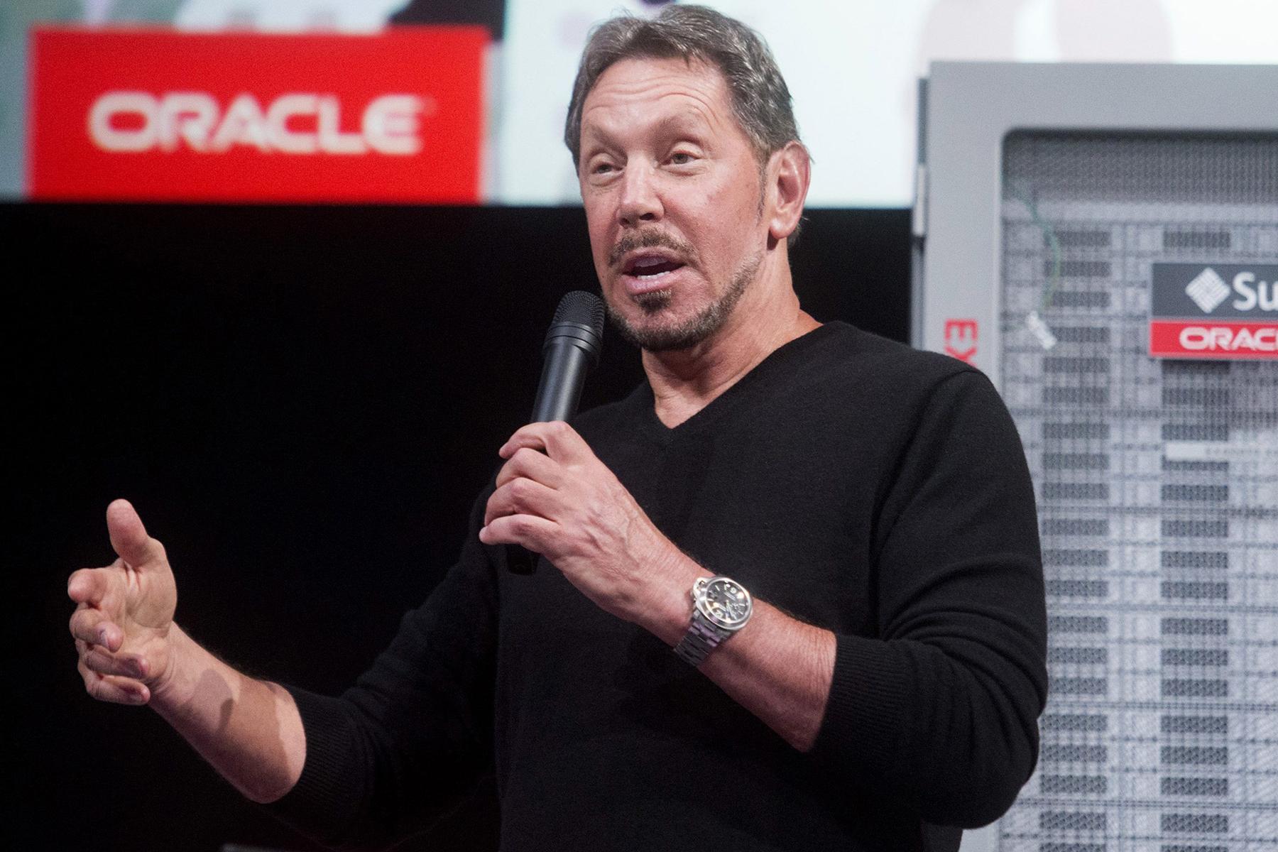 Sinh ra bởi một người mẹ đơn thân tuổi vị thành niên, Larry Ellison lớn lên ở Chicago cùng cô chú mình. Sau khi cô của ông mất, ông bỏ ngang trường đại học và mất 8 năm làm đủ mọi nghề kỳ lạ. Năm 1977, ông thành lập công ty phát triển phần mềm Oracle - hiện đã trở thành một trong những công ty công nghệ lớn nhất thế giới. Hiện Larry Ellison sở hữu tổng tài sản lên đến 51,3 tỷ USD.