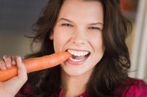 Ăn nhiều thực phẩm như cà rốt có tác dụng cải thiện thị lực là một sai lầm