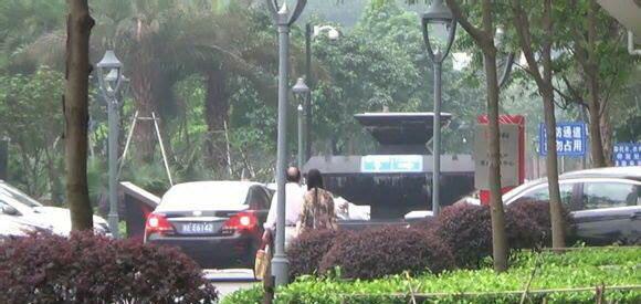 Một vị quan chức Trung Quốc bị cắt chức và khai trừ khỏi Đảng sau khi dùng xe công lui tới với tình nhân. Ảnh xaluan