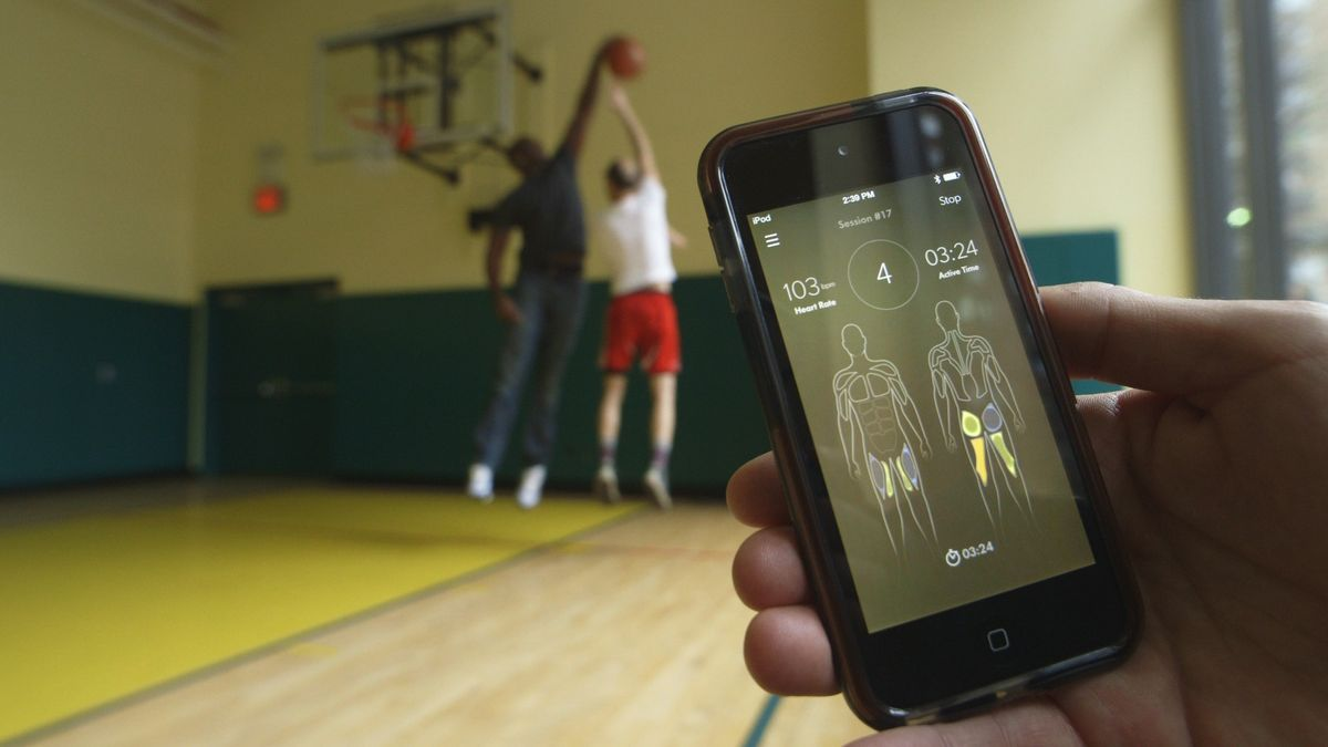 Bộ đồ kiêm thiết bị theo dõi sức khỏe của Athos cập nhật thông tin theo thời gian thực