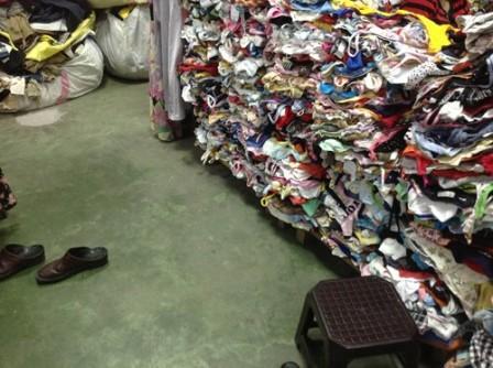 Khách hàng có thể chỉ cả triệu đồng để mua một chiếc áo cũ nhưng mang thương thương hiệu cao cấp.