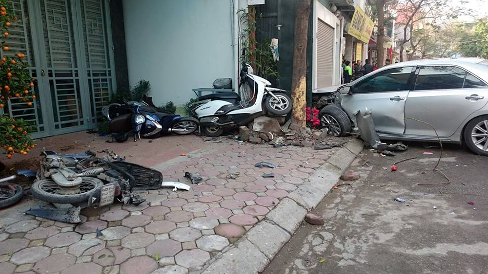 Thậm chí, theo tin đồn này thì người ngồi ở ghế sau của chiếc xe gây tai nạn là cháu của nghệ sĩ hài Quang Thắng