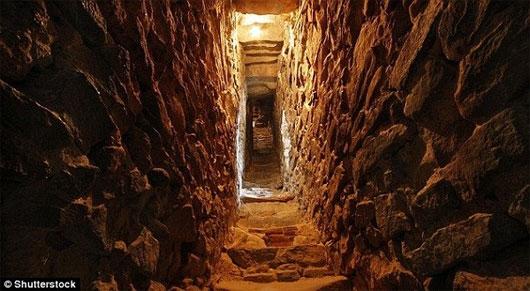 tra tấn tù nhân, tù nhân thời cổ đại, khu hầm mộ, phòng tra tấn, vương quốc cổ đại