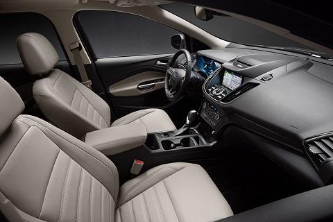 Cargo trong xe vẫn giữ nguyên diện tích, tạo cảm giác thoải mái nhất cho người sử dụng