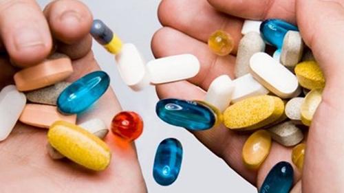 Tương tác khi uống thuốc kết hợp với một số thực phẩm có thể ảnh hưởng nghiêm trọng tới sức khỏe người dùng