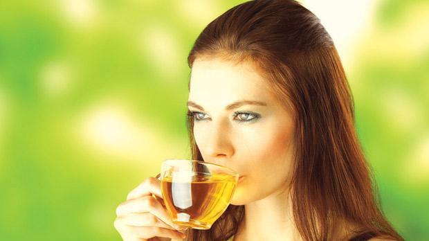 Uống chè khi bụng rỗng hoàn toàn là sai lầm trong ăn uống phá hủy dạ dày, hệ tiêu hóa