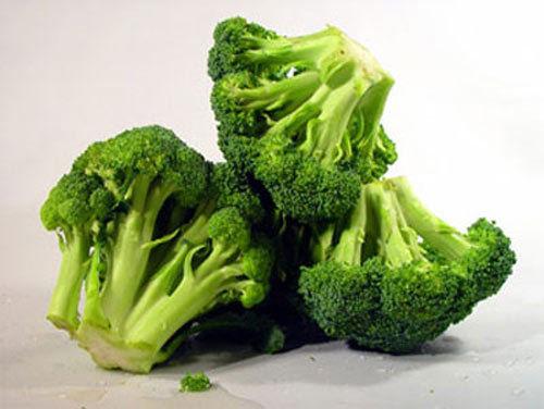 Sai lầm trong ăn uống bà bầu dễ mắc phải là ăn quá nhiều chất, kể cả rau xanh