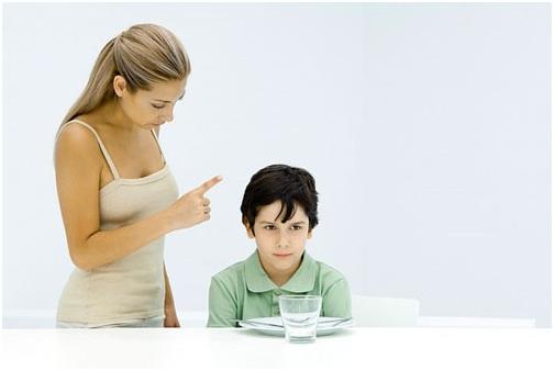 những sai lầm trong cách nuôi dạy con