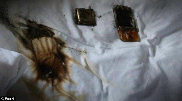 Toàn bộ chiếc Samsung Galaxy S4 bị hư hại hoàn toàn vì thói quen sạc điện thoại trên giường
