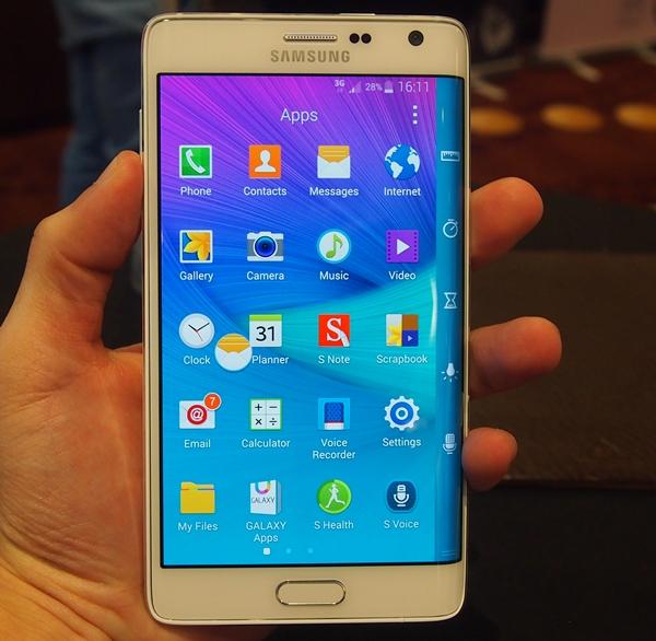 Galaxy Note Edge vát cong phía rìa bên phải là một ví dụ điển hình cho sự khó hiểu trong chiến lược Kinh doanh của Samsung