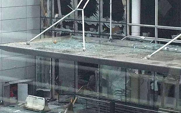 Các thông tin cho biết có ít nhất hai tiếng nổ được nghe thấy ở sân bay. Ảnh: Telegraph
