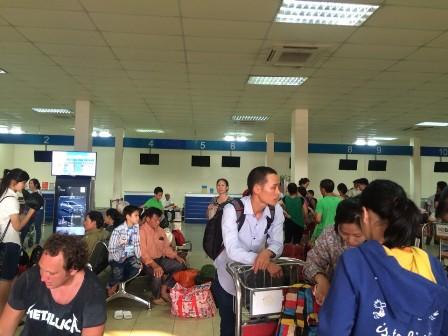 Nhiều hành khách tỏ ra bức xúc vì không hề biết trước sự việc sân bay Cát Bi sẽ đóng cửa và hủy chuyến bất ngờ như vậy