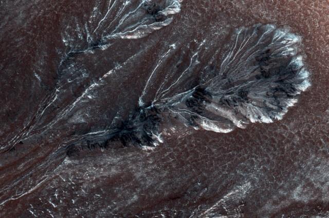 Địa hình băng giá trên sao Hỏa xuất hiện chủ yếu trên vùng đồng bằng phía Bắc. Ảnh: Iflscience