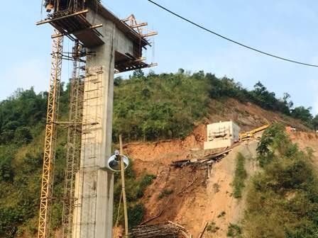 Vụ tai nạn sập giàn giáo chết người xảy ra khi công trình cầu Suối Quanh đang trong giai đoạn đổ dầm