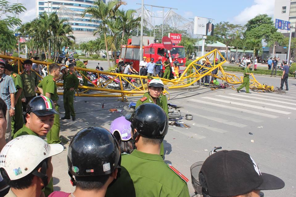 Lực lượng chức năng phong tỏa hiện trường, làm rõ nguyên nhân vụ tai nạn