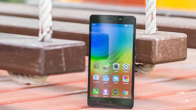 ZenFone 2 Laser sử dụng màn hình kích thước 5 inch công nghệ IPS  A7000 Plus có camera trước 13MP, ống kính selfie 5MP