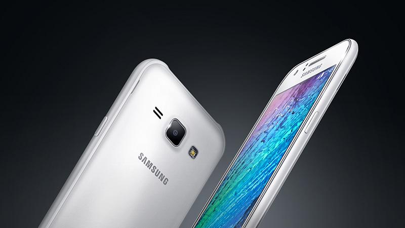 Galaxy J1 là smartphone giá rẻ có màn hình 4,3 inch