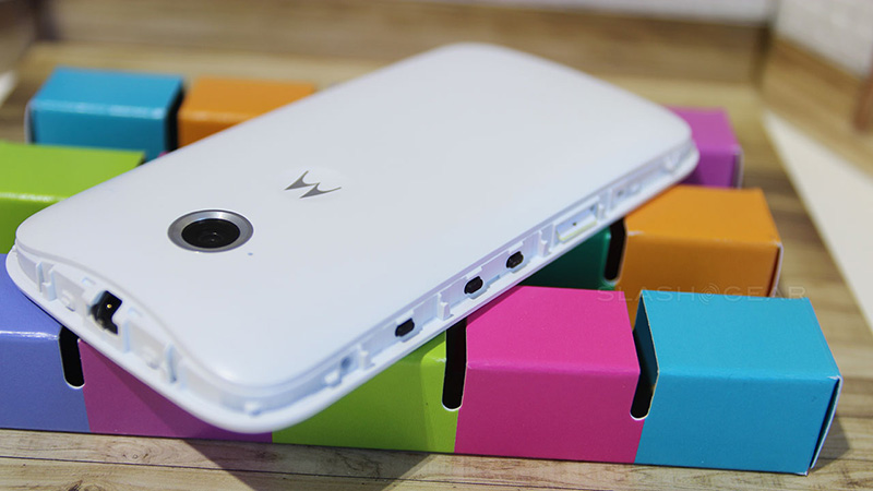 Smartphone giá rẻ Motorola Moto E hỗ trợ 2 khe cắm SIM