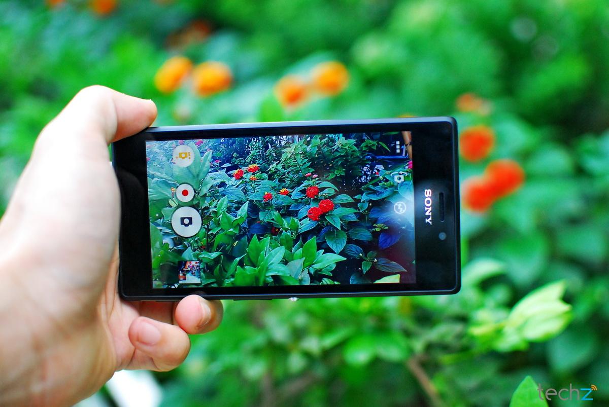 Smartphone giá rẻ đáng mua năm 2014 sở hữu màn hình cỡ lớn duy nhất trên thị trường
