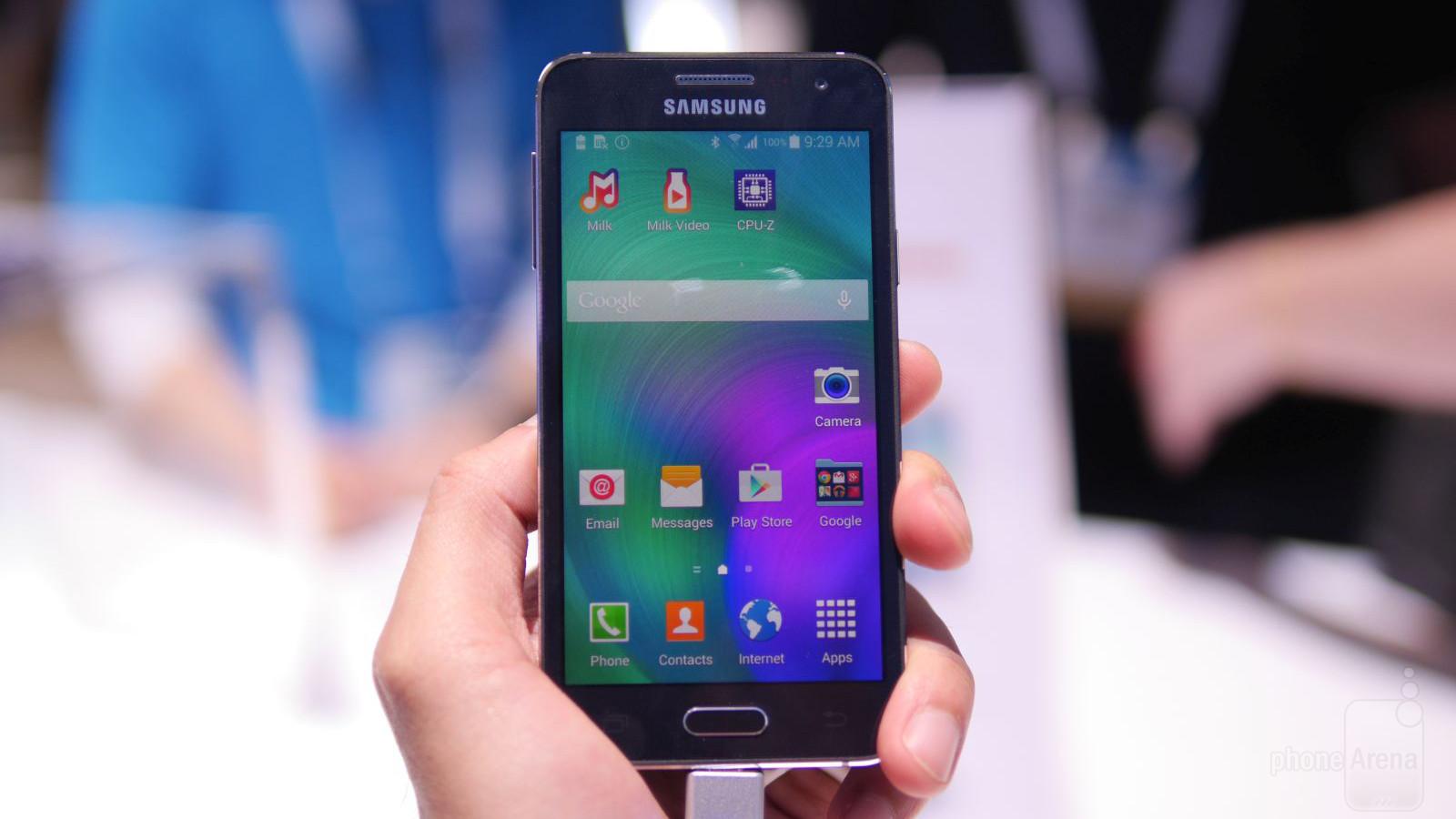 Galaxy A3 thuộc dòng smartphone hot nhất của Samsung