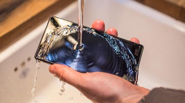 Smartphone hot nhất Sony Xperia M4 Aqua chống chịu nước cực tốt