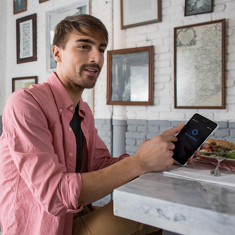 Thảo sức chụp ảnh, giải trí với Microsoft Lumia 640 XL