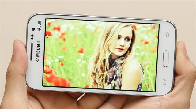 Galaxy Core Prime với thiết kế nhỏ gọn truyền thống thích hợp cho các bạn gái
