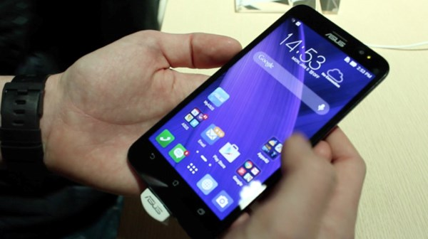 Zenfone 2 là mẫu smartphone giá rẻ gây sốt trên thị trường di động Việt Nam
