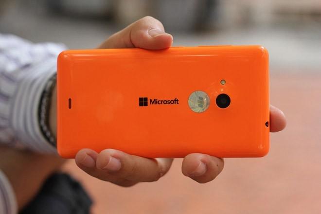 Lumia 535 là smartphone giá rẻ có cấu hình mạnh mẽ và dung lượng pin ấn tượng