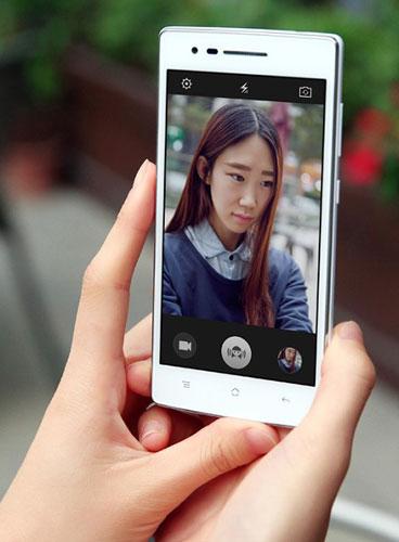 Chiếc điện thoại thông minh này còn có thể nhận biết tâm trạng người chụp